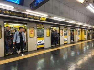 I passeggeri fatti scendere alla stazione Museo