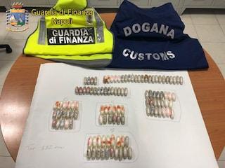 Nello stomaco ha 112 ovuli di eroina e cocaina: arrestato all'aeroporto di Capodichino