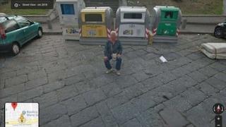 """Napoli, su Google Maps spunta il parcheggiatore abusivo mentre """"lavora"""""""