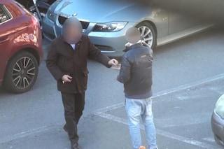 Così la camorra gestisce i parcheggiatori abusivi: anche 2mila euro di stipendio a serata