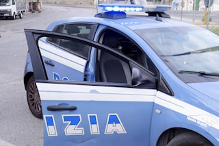 Napoli, si chiude nell'edicola del Vomero e minaccia di darsi fuoco: gli avevano revocato la licenza