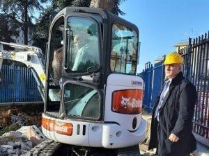 Ciro Verdoliva, direttore generale Asl Napoli 1 Centro, e le ruspe in azione all'ospedale San Giovanni Bosco