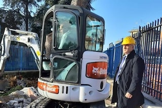 Napoli, ruspe all'ospedale San Giovanni Bosco per abbattere il gabbiotto dei parcheggiatori abusivi