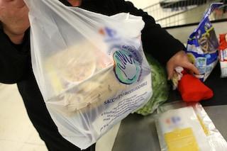 I sacchetti di plastica per la spesa sono fuorilegge, sequestri in tutta la Campania