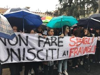 Sardine a Napoli, la manifestazione di sabato 30 novembre si sposta a piazza Dante