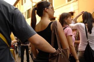 Pompei, rubano cellulare a ragazza nel centro commerciale La Cartiera, denunciata baby gang