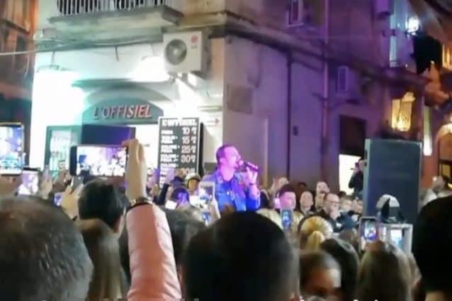Tony Colombo in concerto senza autorizzazioni: intervengono i vigili