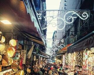 Natale 2019 Napoli, al centro storico accese le luminarie. San Gregorio Armeno già presa d'assalto