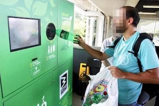 A Bacoli le macchinette per smaltire la plastica: chi ricicla avrà uno sconto sulla Tari