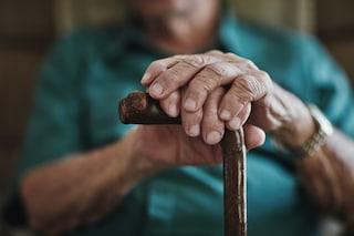 Posillipo, tenta di truffare nonnina 93enne con la scusa di aiutare il nipote e la rapina: preso