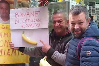 """Napoli, la """"banana di Cattelan"""" dal fruttivendolo dei Quartieri Spagnoli a 2 euro al chilo"""