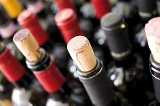 Maxi sequestro di vino rosso: 120 litri ritirati dal mercato a Salerno