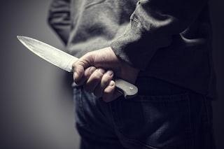Napoli, tenta di strangolare il portiere dell'hotel Romeo e aggredisce i poliziotti