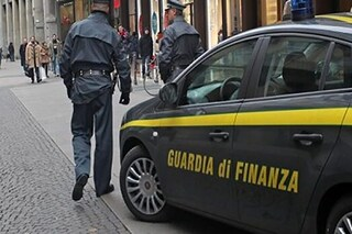 Napoli, redditi falsi per non pagare il ticket sanitario: truffa all'Asl da 55mila euro