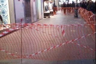 Napoli, ancora crolli: cadono calcinacci sui turisti a via Toledo