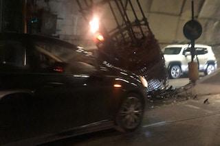 Napoli, riaperta la Galleria Vittoria: ecco l'auto che si è schiantata contro l'impalcatura