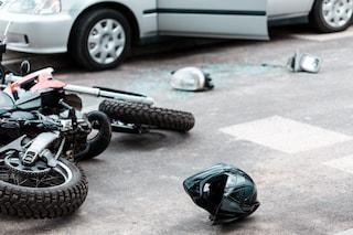 Incidente tra moto e furgoncino: madre e figlio in ospedale