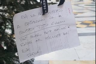 Le lettere dei napoletani a Babbo Natale sull'albero in Galleria Umberto