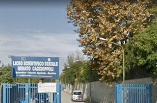 Napoli, vandali al Liceo Caccioppoli: finestre e aule distrutte. Scuola chiusa per 2 giorni