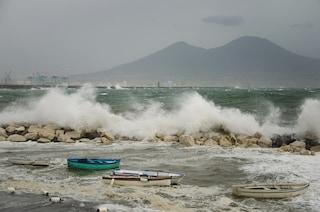 Meteo Napoli: caldo anomalo e vento di scirocco porta la sabbia dall'Africa in città