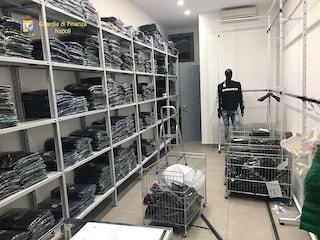 Sequestrati quasi 4mila capi d'abbigliamento falsi pronti ad essere venduti a Natale
