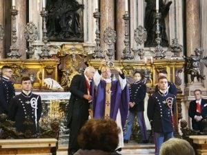 """Il miracolo di San Gennaro [Foto dal gruppo Facebook """"Amici della Chiesa della Nunziatella""""]"""