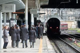 """No dei napoletani alle barriere in stazione centrale: """"Come salutiamo parenti e fidanzati?"""""""