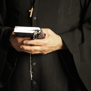 """""""I vaccini Covid sono una porcheria"""": polemica sull'omelia del prete nel Sannio"""
