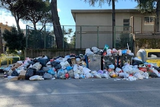 Dal Rione Berlingieri al Don Guanella: Napoli Nord festeggia Capodanno tra i rifiuti