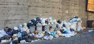 Mezza Napoli ancora sommersa dai rifiuti. Situazione critica a Vomero, Arenaccia e Forcella