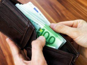 Ruba l'identità di un morto per aprire un finanziamento da 10mila euro