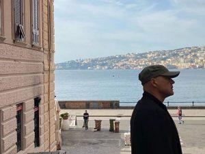 Luca Zingaretti su via Chiatamone.