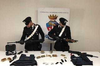 Miano, nel deposito di armi della camorra anche i fucili d'assalto delle forze speciali