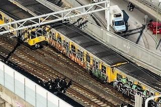Incidente metro Napoli, tutti i treni fermi. Potenziati bus, la metropolitana riprenderà a metà