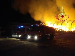 A fuoco quintali di paglia e fieno, grosso incendio ad Ariano Irpino