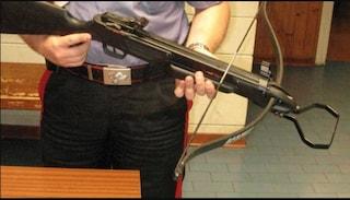Centro Commerciale Campania, colpisce vigilante con freccia: arrestato dai carabinieri