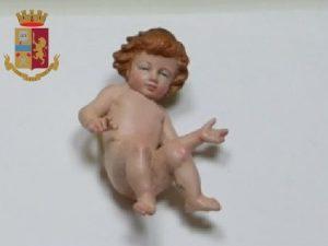 Il Bambin Gesù rubato dal presepe della chiesa a Torre del Greco e recuperato dai Carabinieri.