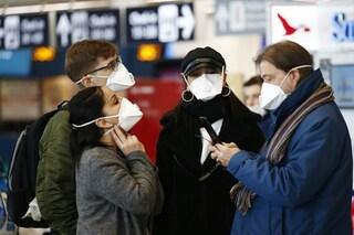 """Positivo al Coronavirus dopo essere tornato in aereo. De Luca: """"Più controlli su chi arriva"""""""