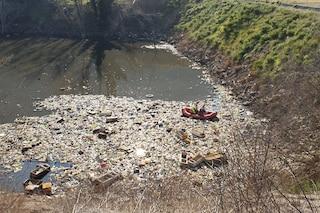 Terra dei Fuochi: video reporter preso a pugni vicino al 'lago di spazzatura'