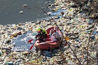 In provincia di Caserta c'è un laghetto di rifiuti tossici: dentro plastica e amianto