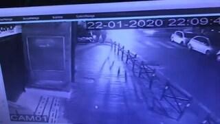 Vomero, incidente tra auto ad un incrocio: una finisce sul marciapiede e travolge una donna