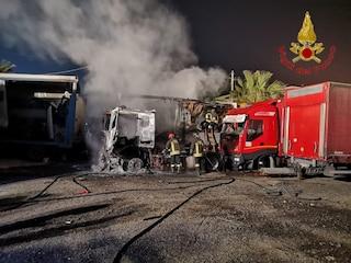 Incendio a Montoro in un deposito di camion: quattro automezzi distrutti dalle fiamme