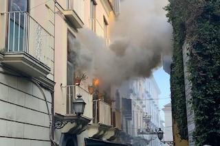 Incendio a Sorrento, a fuoco un appartamento: palazzo evacuato