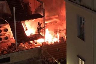 Incendio al Vomero, fiamme alla Coin in via Scarlatti