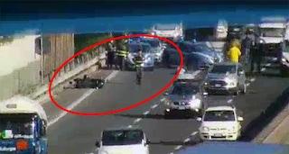 Incidente sull'A3, ferito un motociclista. Traffico in tilt all'uscita dell'autostrada