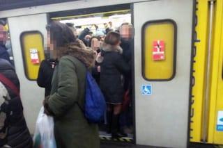 Linea 1 metro Napoli, treni fermi tra Dante e Garibaldi per 4 ore: primo guasto del 2020