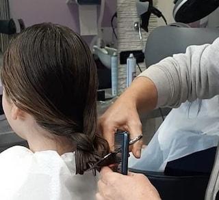 Lo splendido gesto della piccola Nicole: si taglia i capelli per donarli ai bimbi malati