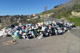 Napoli, raccolta rifiuti al collasso: Pianura invasa dalla spazzatura