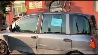 Napoli, ondata di taxi abusivi: auto vecchie e senza assicurazione