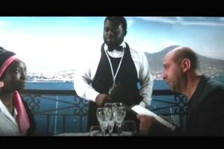 C'è un po' di Napoli in Tolo Tolo di Checco Zalone: pranzo e friarielli davanti al mare